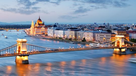 Kettenbrücke und Parlament, Budapest